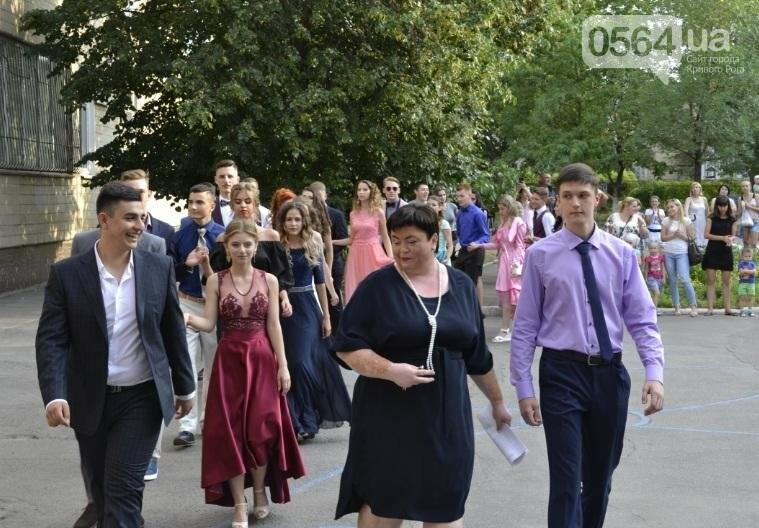В школах Кривого Рога прошли выпускные вечера (ФОТО), фото-10