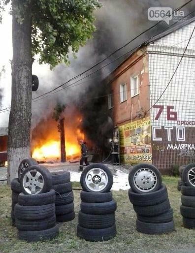 На улице Криворожстали сгорел шиномонтаж. Огонь перекинулся на соседнее здание (ФОТО), фото-4