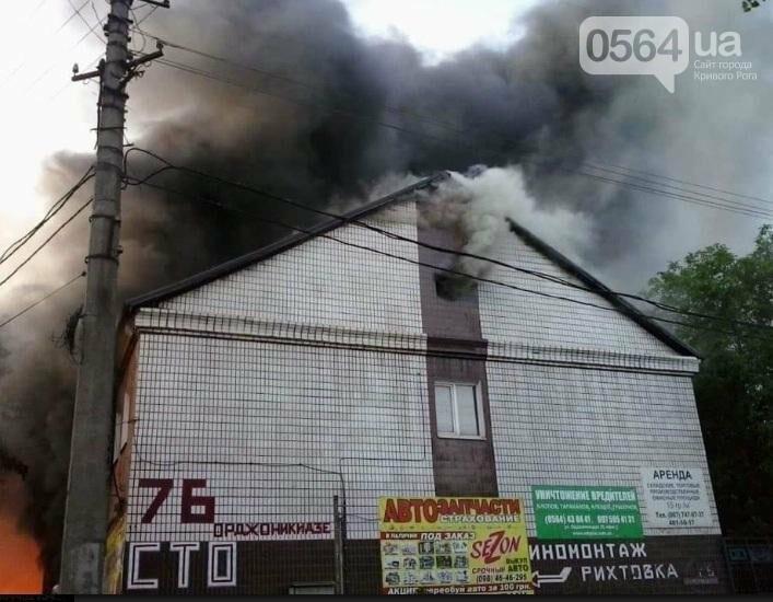 На улице Криворожстали сгорел шиномонтаж. Огонь перекинулся на соседнее здание (ФОТО), фото-8