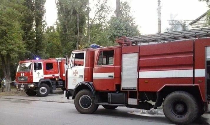 На улице Криворожстали сгорел шиномонтаж. Огонь перекинулся на соседнее здание (ФОТО), фото-7