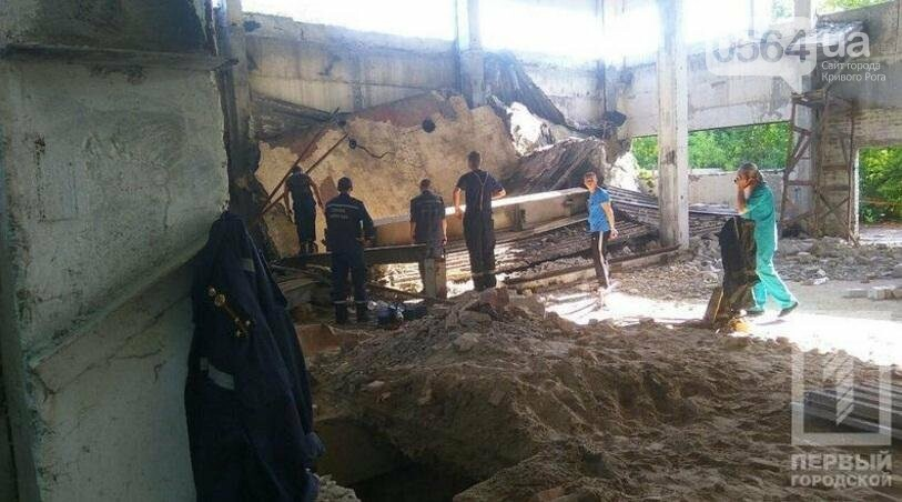 Трагедия в Кривом Роге: Несколько человек погибли из-за обрушения старого строения (ФОТО 18+), фото-3