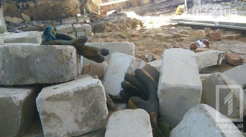 Трагедия в Кривом Роге: Несколько человек погибли из-за обрушения старого строения (ФОТО 18+), фото-4