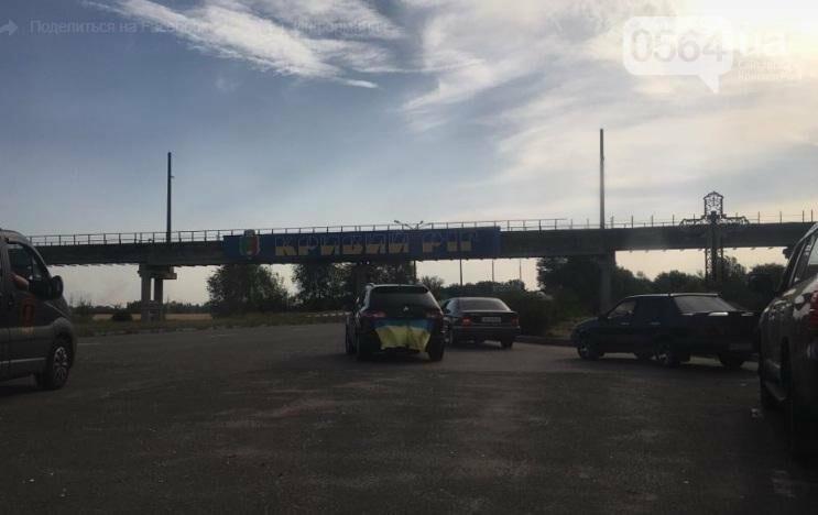 Криворожане на коленях встретили у въезда в город Героя, погибшего в зоне АТО (ФОТО), фото-5