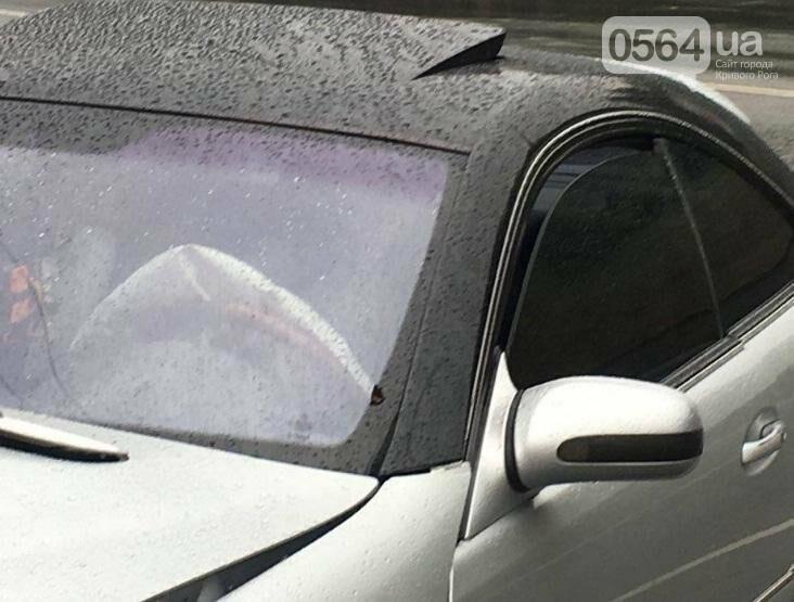 """Жизни криворожан, влетевших на """"Мерседесе"""" в столб, спасли подушки безопасности (ФОТО), фото-4"""