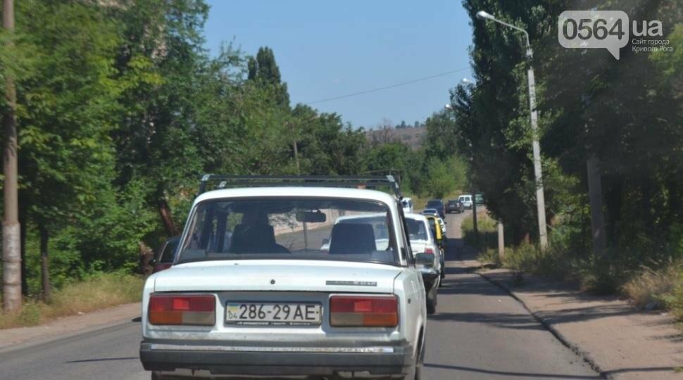 """Чтобы попасть на """"Артем"""", криворожским автомобилистам надо запастись временем и терпением (ФОТО), фото-1"""