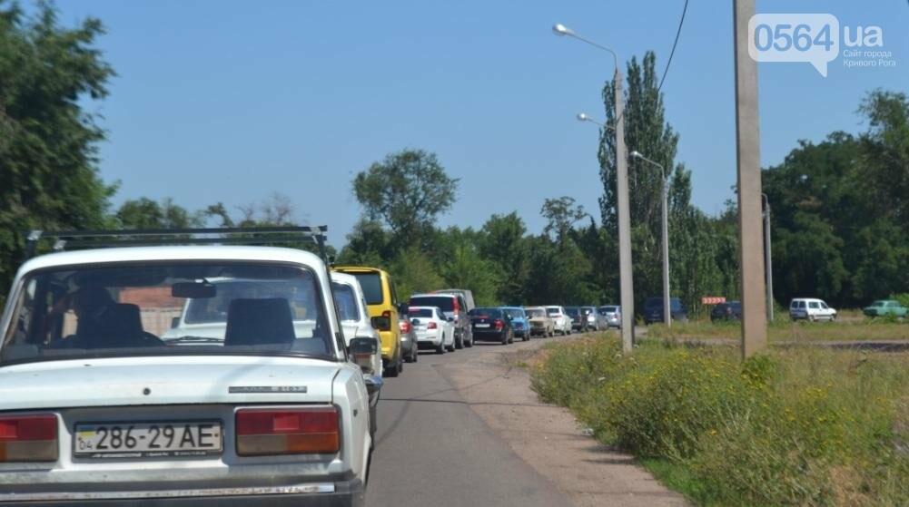 """Чтобы попасть на """"Артем"""", криворожским автомобилистам надо запастись временем и терпением (ФОТО), фото-2"""