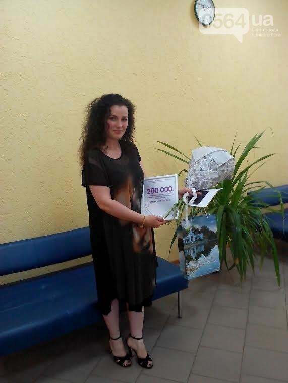 В Кривом Роге поздравили 200-тысячного клиента в отделе регистрации места жительства (ФОТО), фото-1