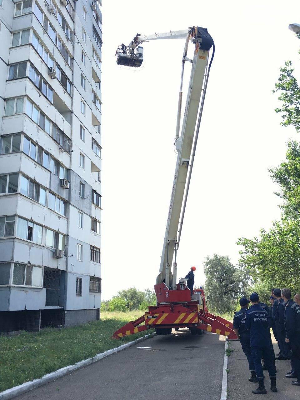 Криворожские спасатели тушили пожар на 11 этаже (ФОТО), фото-2