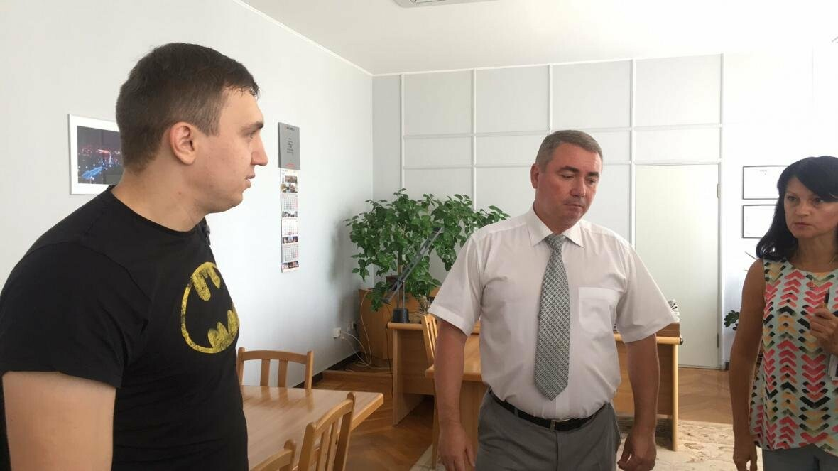 Секретарь горсовета не знает, кто рискнул облить зеленкой депутата, зная его характер (ФОТО), фото-2