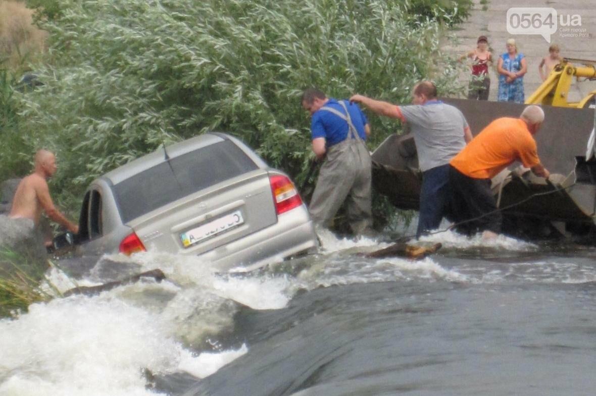 """В Криворожском районе в реку смыло """"Opel"""" (ФОТО), фото-1"""