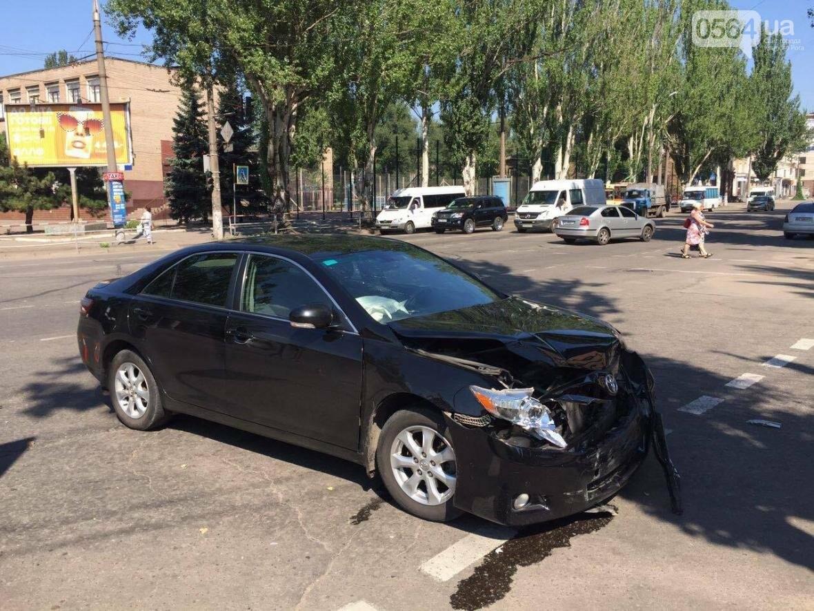 """""""Аварийное утро под горисполкомом"""": на перекрестке столкнулись """"Toyota"""" и """"Honda"""" (ФОТО), фото-1"""