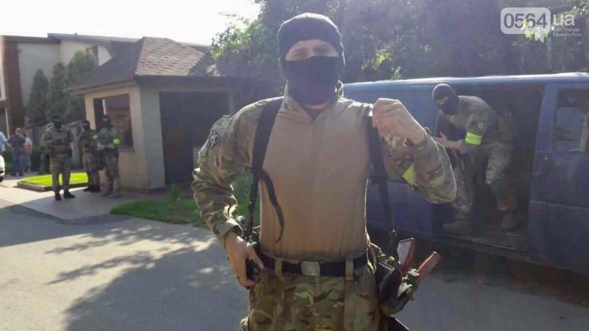 Пока депутат  Криворожского горсовета в АТО, в его доме провели обыск (ФОТО), фото-3