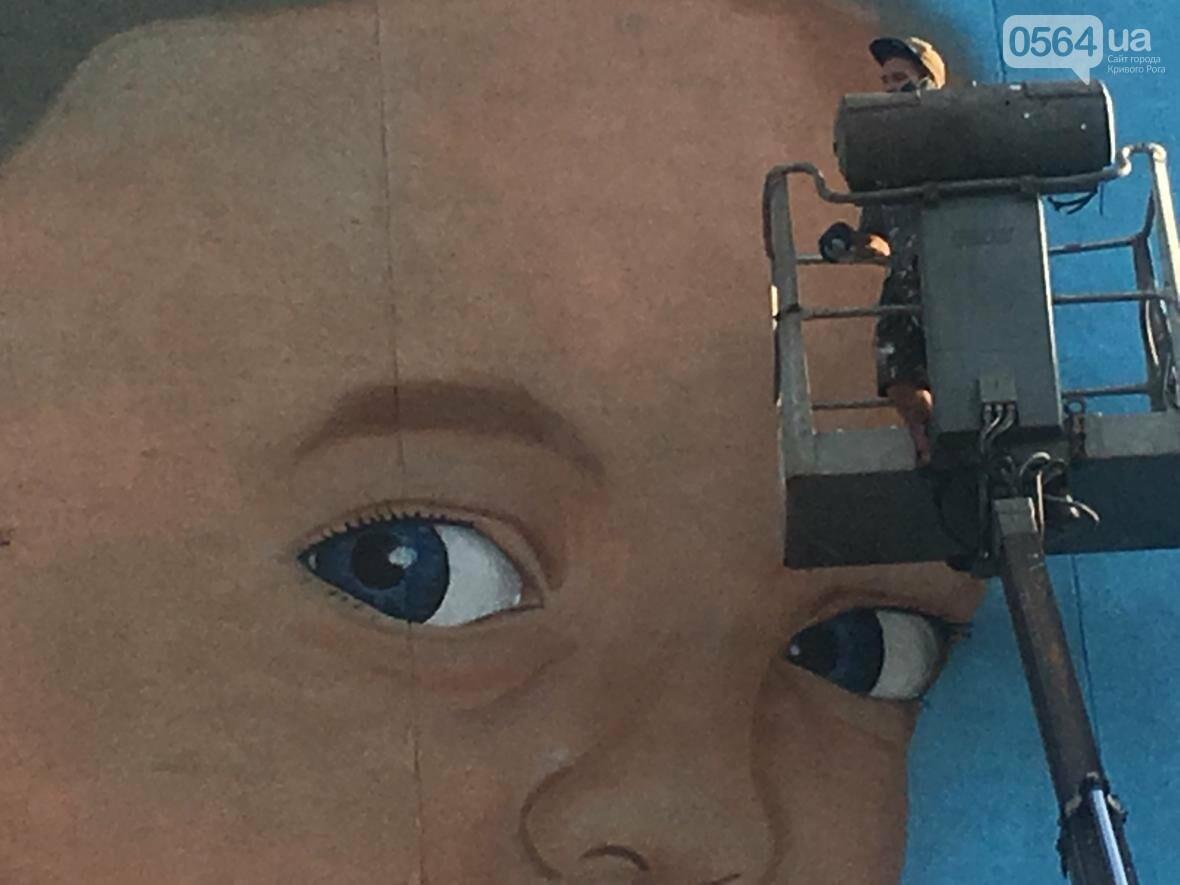 """""""Лысеющий младенец"""": Криворожане шокированы первым муралом в городе  (ФОТО), фото-11"""