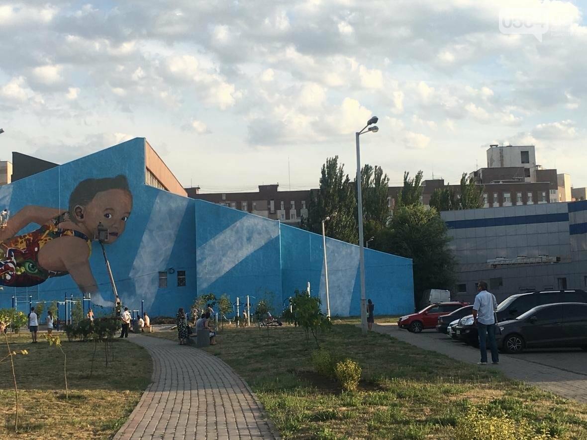 """""""Лысеющий младенец"""": Криворожане шокированы первым муралом в городе  (ФОТО), фото-19"""