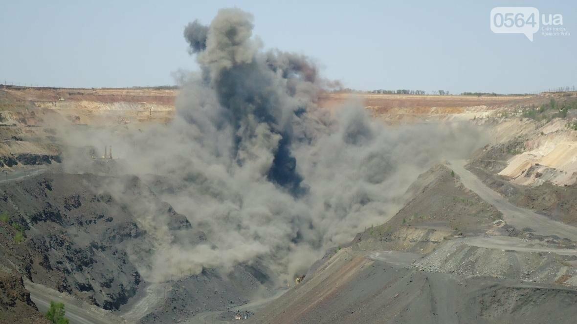 Горноспасатели взорвали в криворожском карьере 300 тонн взрывчатых веществ (ФОТО), фото-7