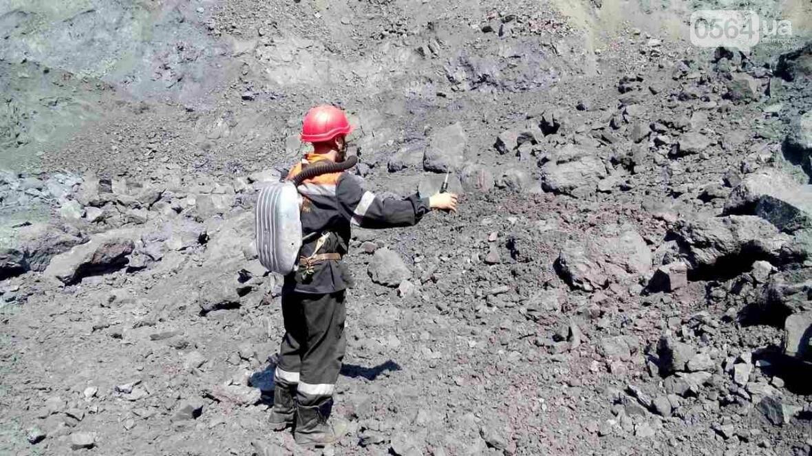 Горноспасатели взорвали в криворожском карьере 300 тонн взрывчатых веществ (ФОТО), фото-1
