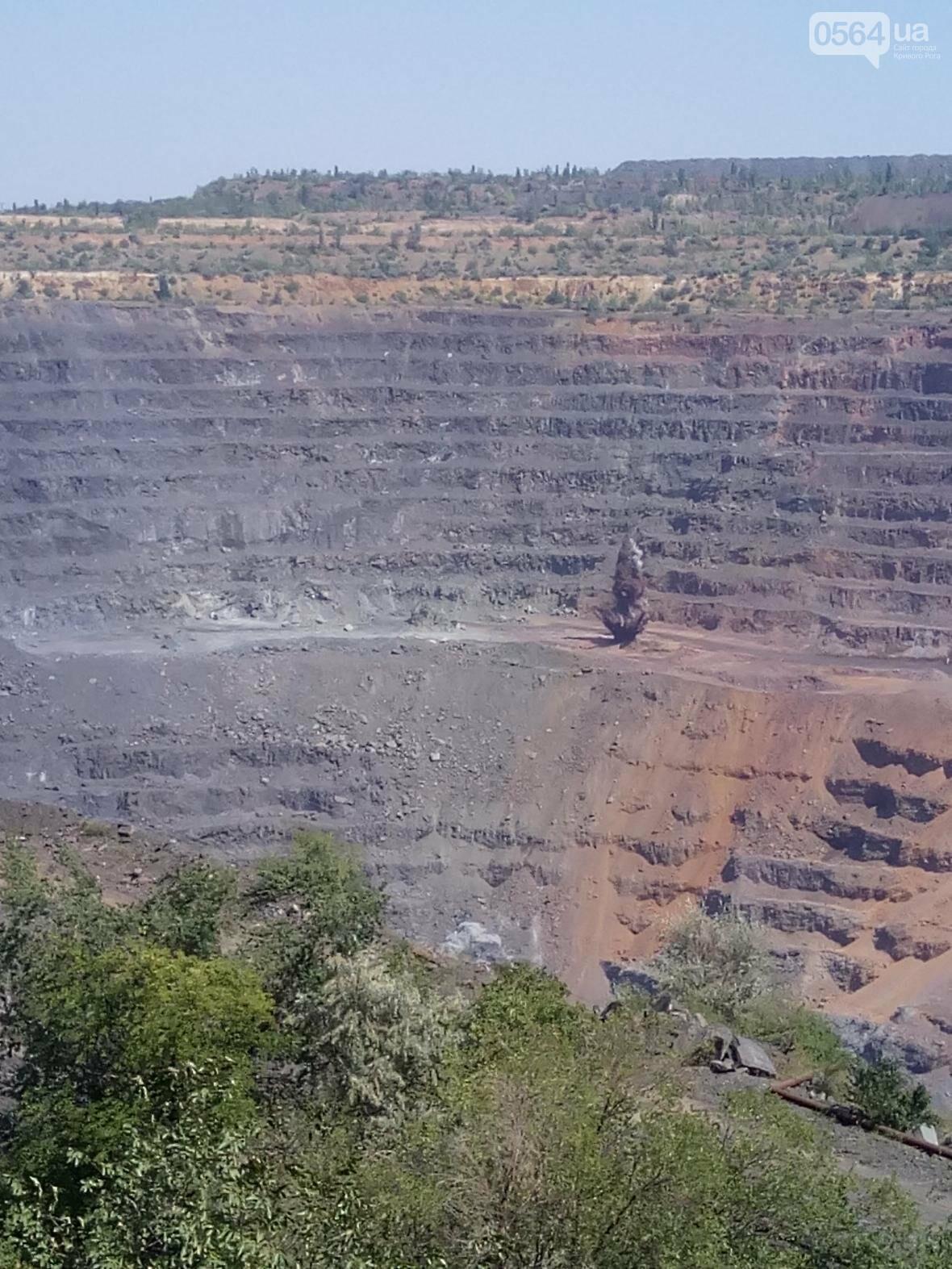 Горноспасатели взорвали в криворожском карьере 300 тонн взрывчатых веществ (ФОТО), фото-3