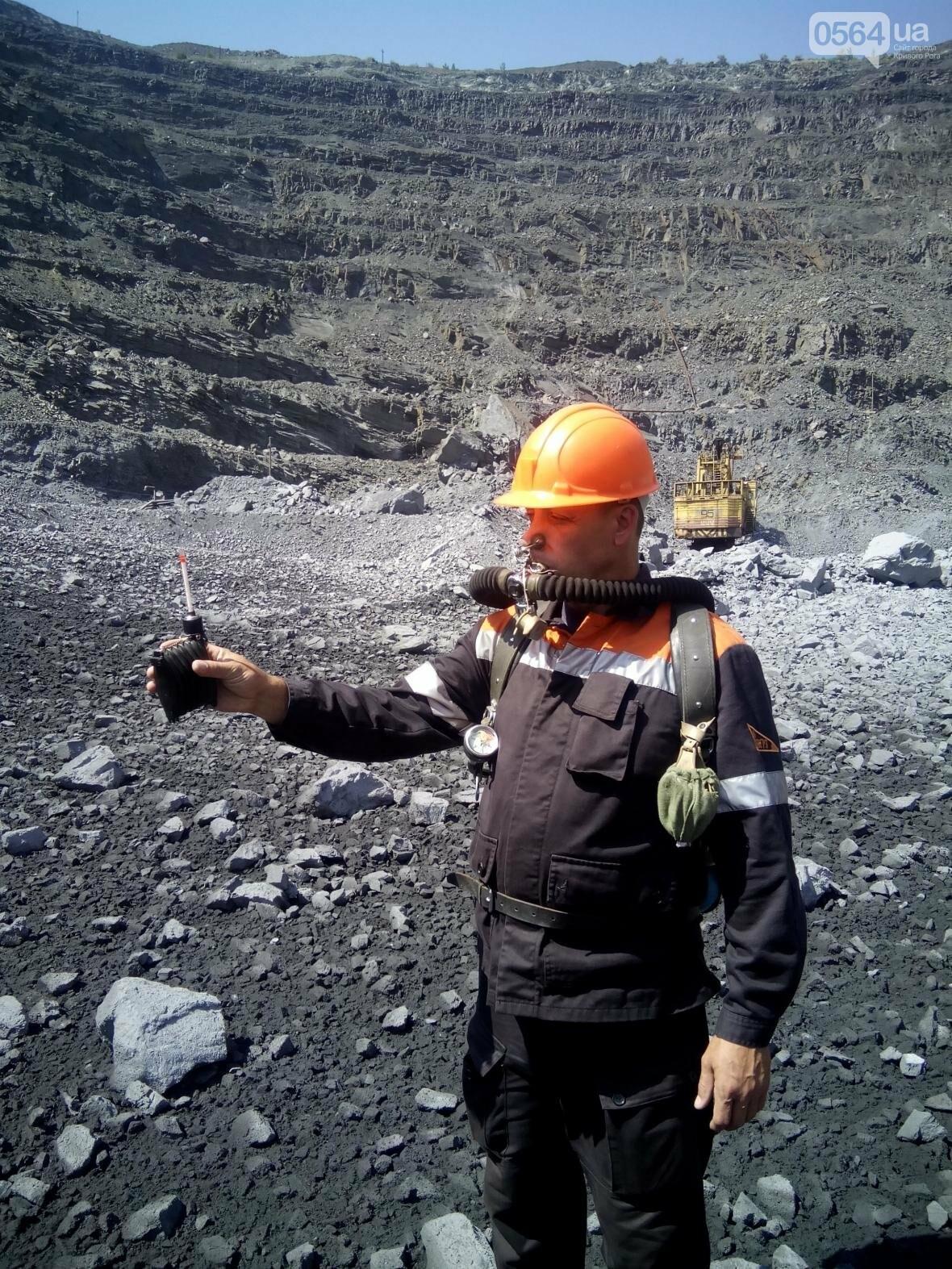 Горноспасатели взорвали в криворожском карьере 300 тонн взрывчатых веществ (ФОТО), фото-6