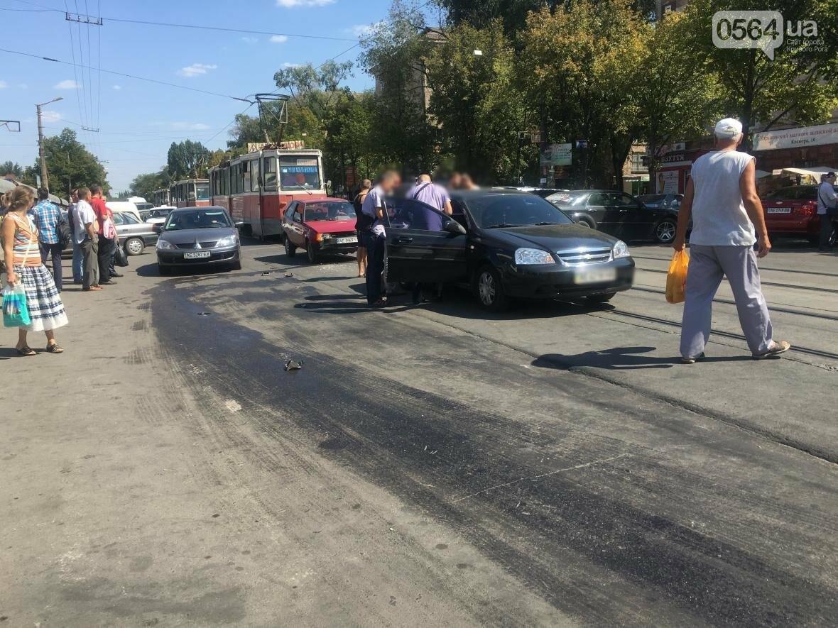 Из-за ДТП  в центре Кривого Рога было остановлено движение трамваев (ФОТО), фото-7