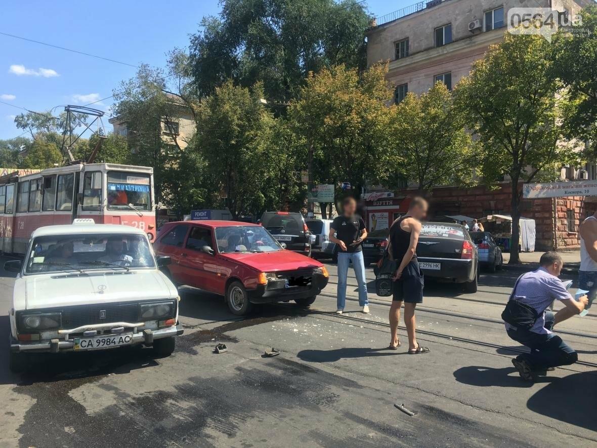 Из-за ДТП  в центре Кривого Рога было остановлено движение трамваев (ФОТО), фото-12