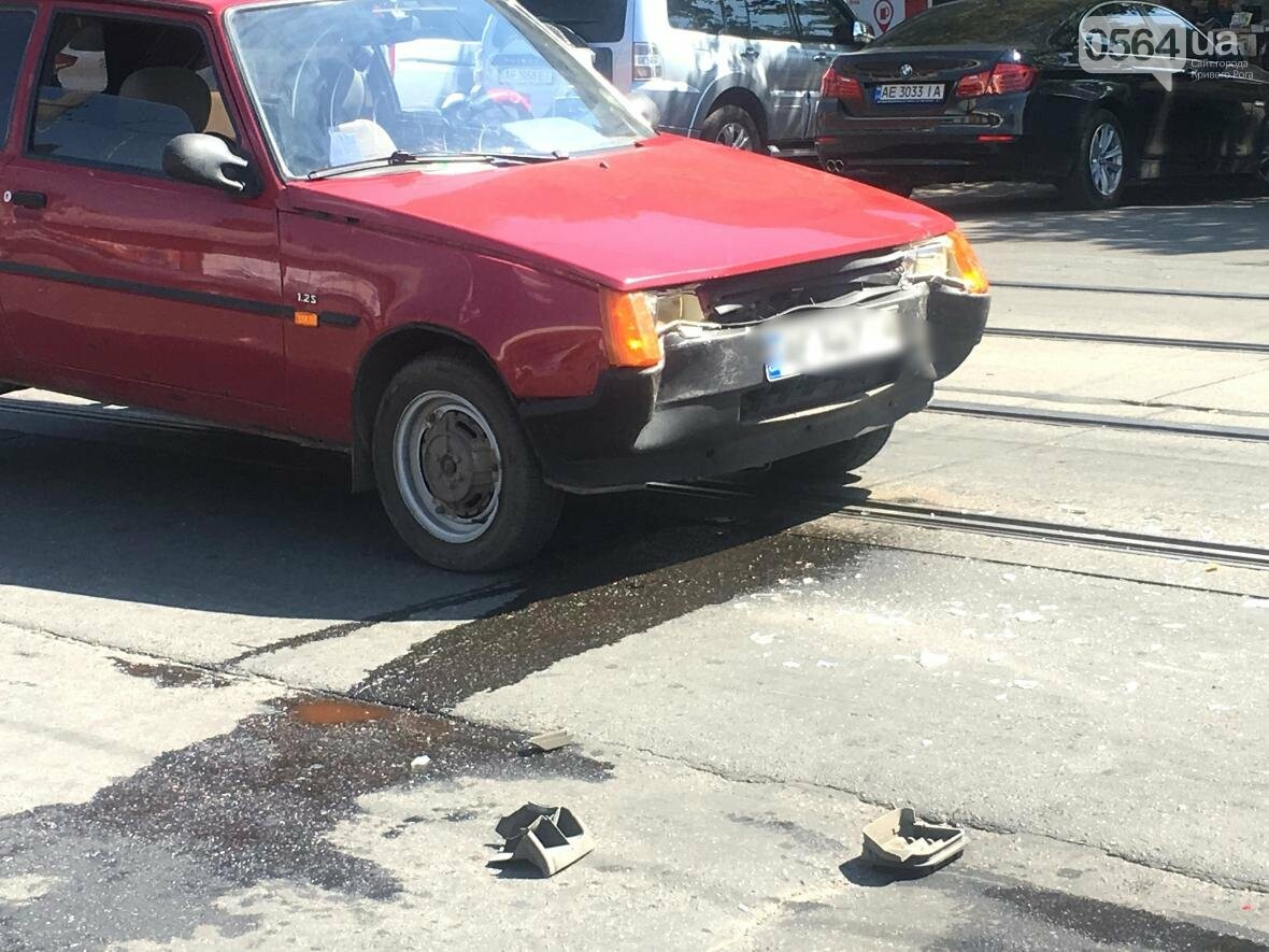 Из-за ДТП  в центре Кривого Рога было остановлено движение трамваев (ФОТО), фото-2