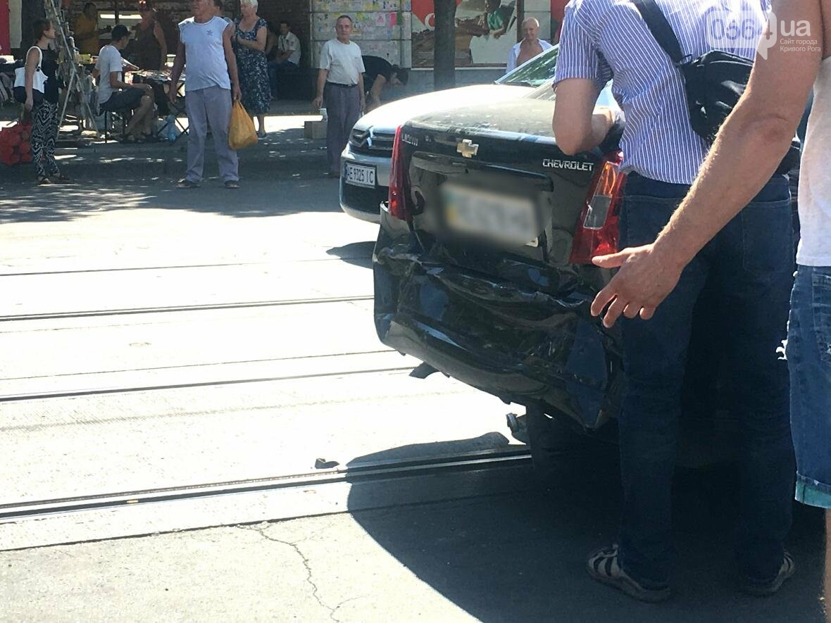 Из-за ДТП  в центре Кривого Рога было остановлено движение трамваев (ФОТО), фото-1