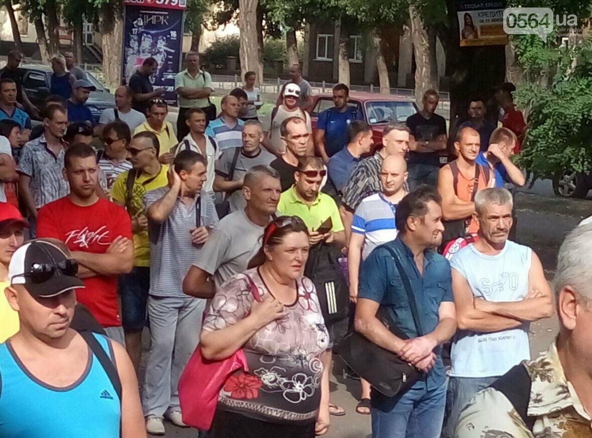 """Работники """"АрселорМиттал Кривой Рог"""" требуют зарплату в тысячу евро и обвиняют руководство (ФОТО), фото-3"""