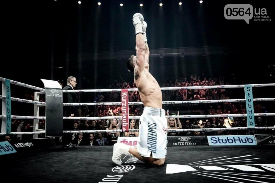 Усик нокаутировал немецкого боксера в четвертьфинале Всемирной суперсерии бокса, фото-8