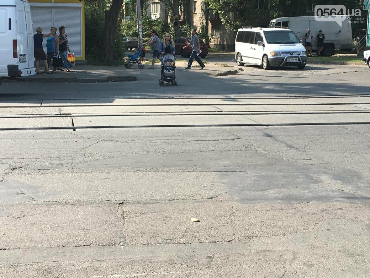 """Криворожский """"блокбастер"""": Как доехать до больницы с ребенком в коляске (ФОТО), фото-1"""