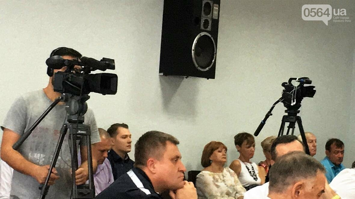 """Мэр и депутат выясняли, чьи """"карманные ЖЭКи"""" довели криворожан до нищеты (ФОТО), фото-9"""