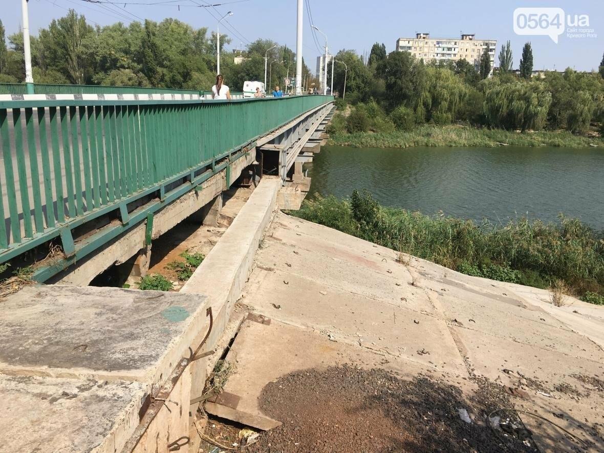 В Кривом Роге: чиновников пересадят в маршрутки, под мостом размыло склон, спасли пенсионерку , фото-1