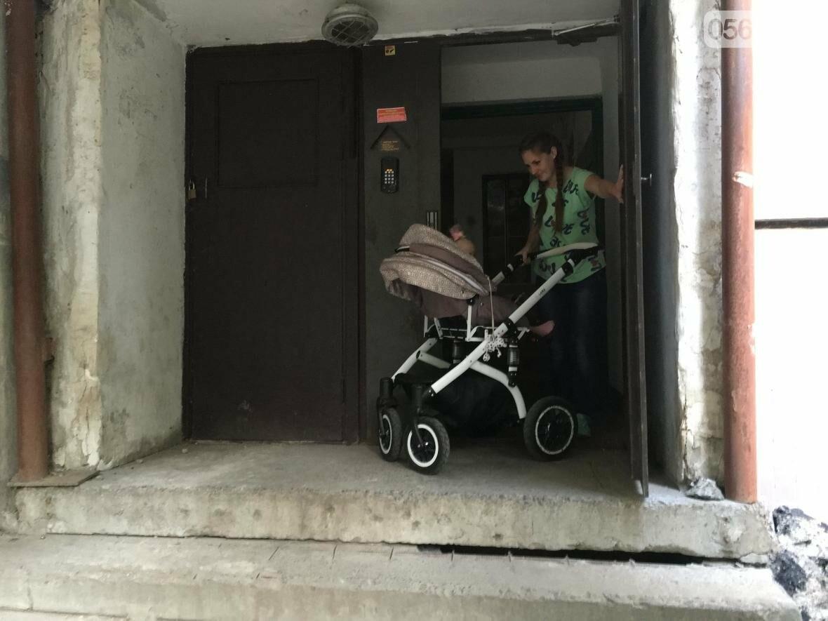 """""""Проблемы начинаются с порога"""": Как криворожанкам с колясками прогуляться и не надорваться  (ФОТО), фото-2"""