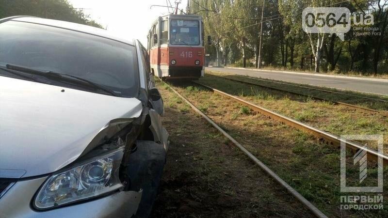 В Кривом Роге на большой скорости перевернулась иномарка (ФОТО), фото-2