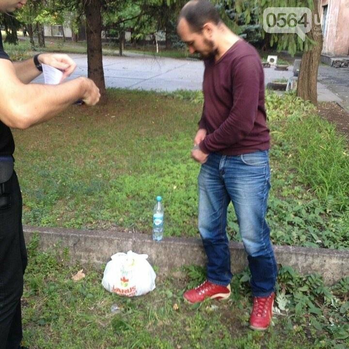 По Кривому Рогу разгуливал рецидивист с полным рюкзаком гранат и патронов (ФОТО), фото-4