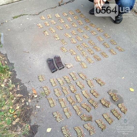 По Кривому Рогу разгуливал рецидивист с полным рюкзаком гранат и патронов (ФОТО), фото-2