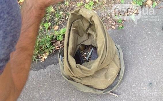 По Кривому Рогу разгуливал рецидивист с полным рюкзаком гранат и патронов (ФОТО), фото-3