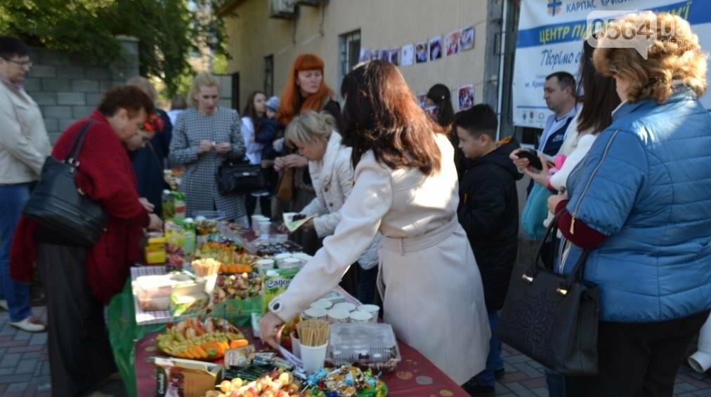 """БФ """"Каритас"""" с партнерами открыли в Кривом Роге детскую площадку (ФОТО), фото-31"""