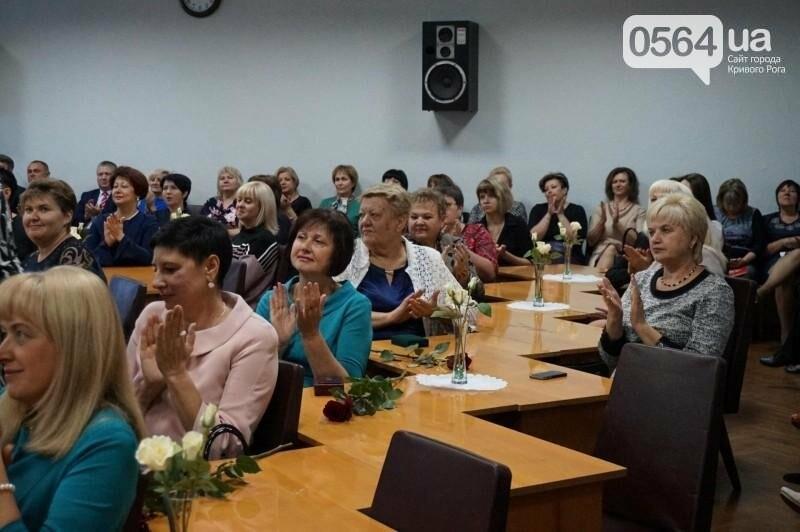 Криворожским педагогам вручили высокие награды и почетные грамоты (ФОТО), фото-12
