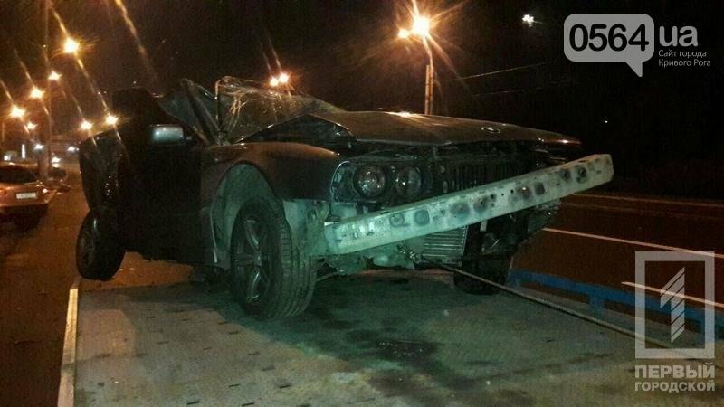 В Кривом Роге BMW  разбился всмятку о столб. Водитель выскочил до столкновения (ФОТО), фото-4