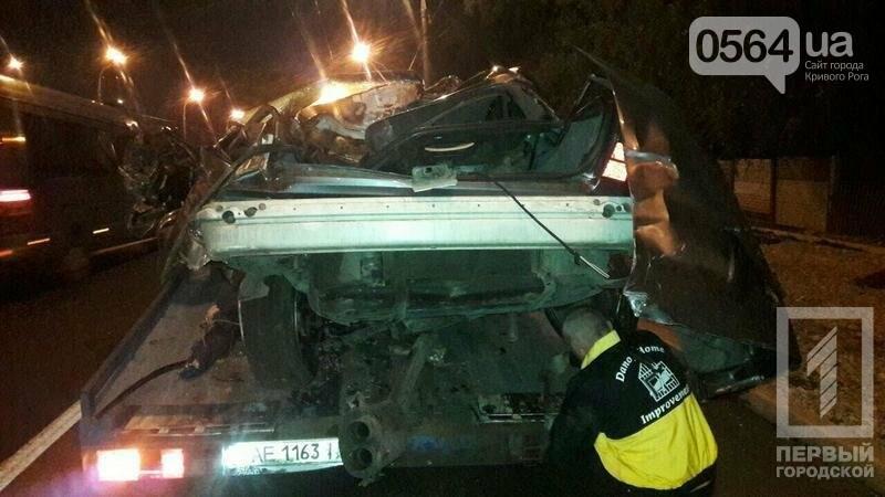 В Кривом Роге BMW  разбился всмятку о столб. Водитель выскочил до столкновения (ФОТО), фото-2