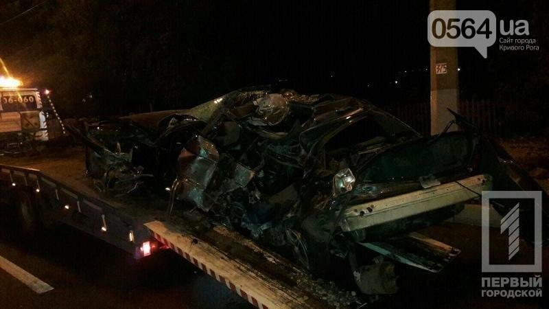В Кривом Роге BMW  разбился всмятку о столб. Водитель выскочил до столкновения (ФОТО), фото-3