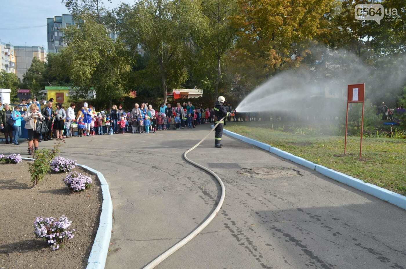 Криворожских детей учили эвакуироваться из горящих школ и детсадов (ФОТО), фото-20