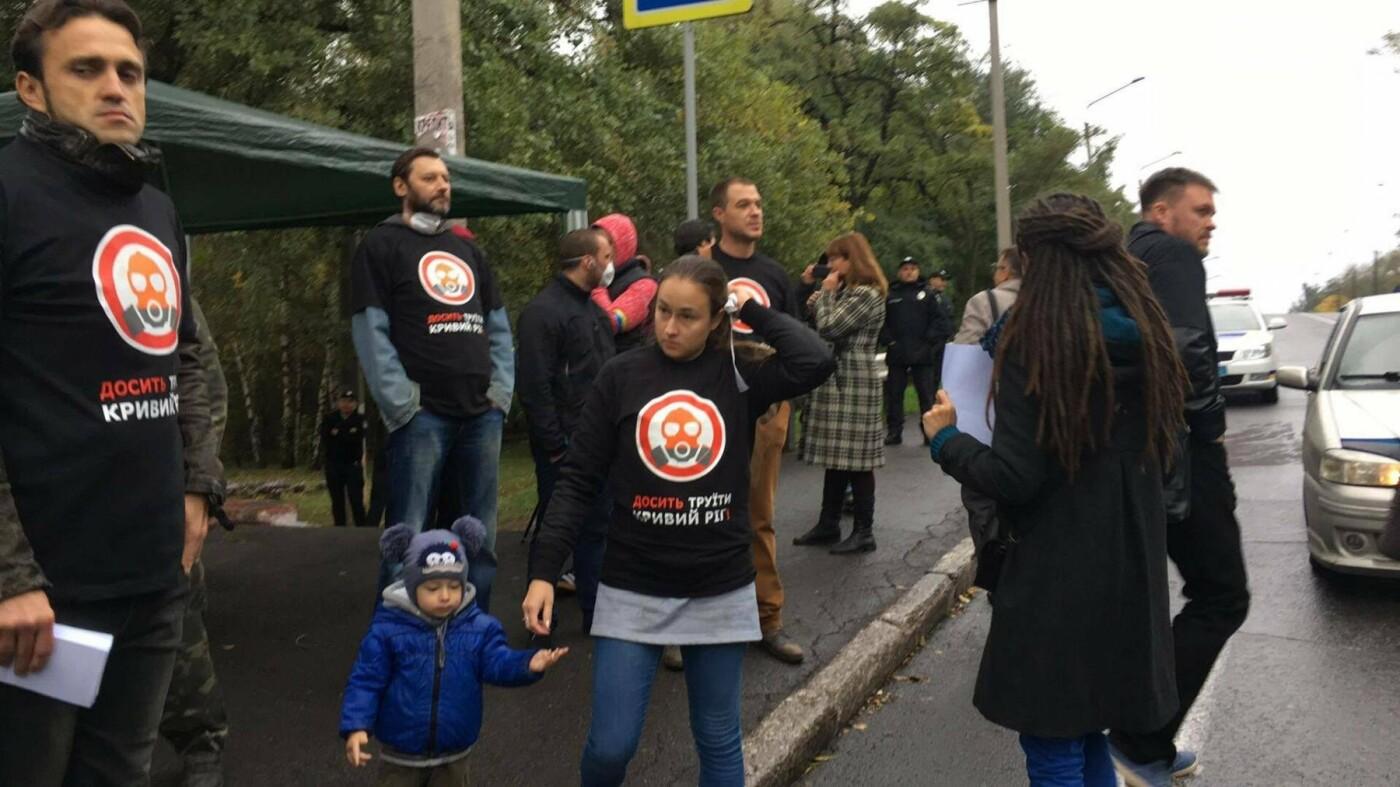 Митингующие криворожане озвучили требования к руководству АМКР (ФОТО), фото-1