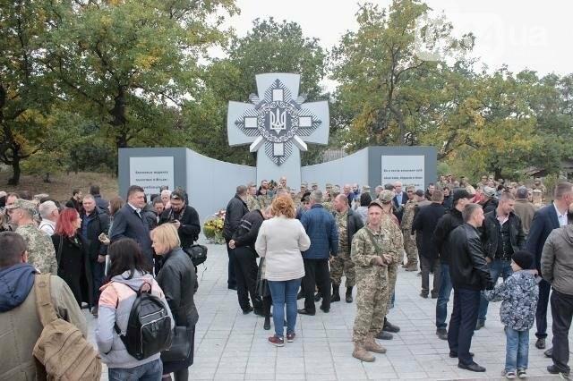 На Днепропетровщине перед открытием осквернили мемориал погибшим воинам (ФОТО), фото-1