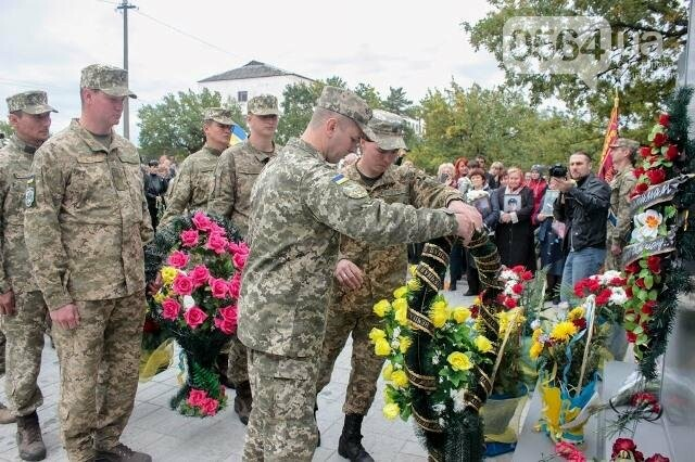 На Днепропетровщине перед открытием осквернили мемориал погибшим воинам (ФОТО), фото-14