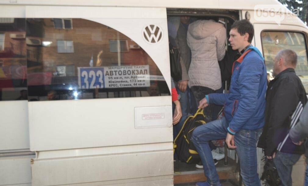 """Ни дня без стресса: Как едут на работу криворожане с """"Площади Александра Поля"""" (ФОТО), фото-28"""