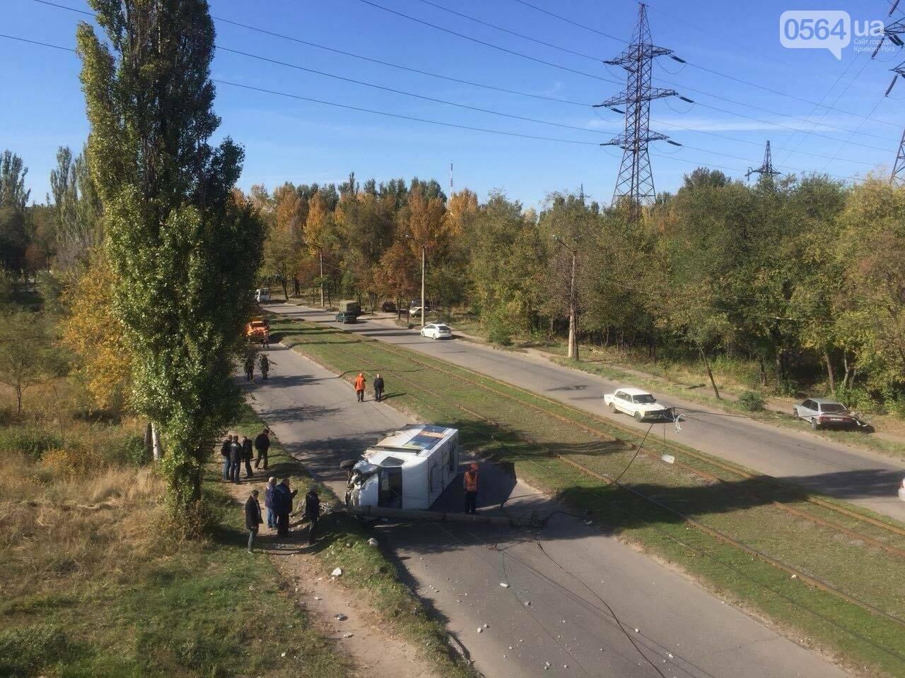 В Кривом Роге перевернулась маршрутка с пассажирами. Есть пострадавшие (ФОТО), фото-6
