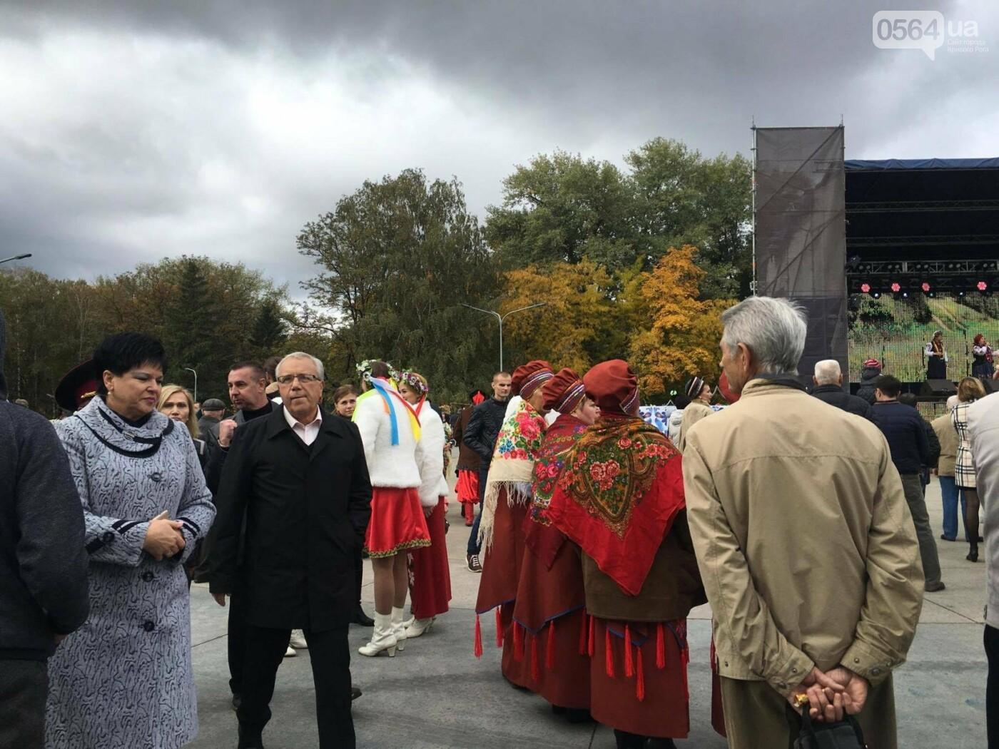 Тысячи криворожан отмечают День украинского козачества на Фестивале в парке Героев (ФОТО, ВИДЕО), фото-14