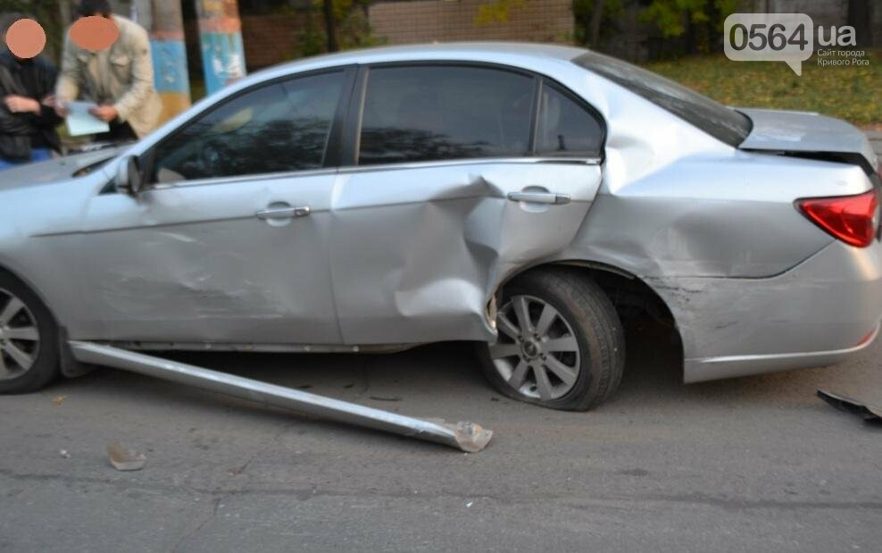 Из-за внезапно вильнувшего автомобиля криворожанин разбил две иномарки (ФОТО), фото-7