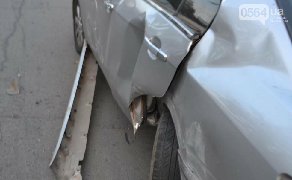 Из-за внезапно вильнувшего автомобиля криворожанин разбил две иномарки (ФОТО), фото-10